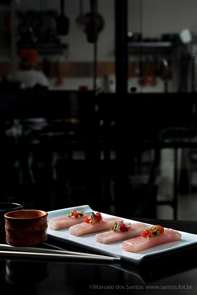 Lombo de peixe branco com vinagrete de salsão